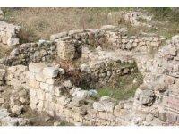 Selimiye Camisi meydan kazılarında yeni tarihi kalıntılar bulundu