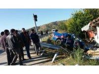 Jandarma aracıyla otomobil çarpıştı: 1'i ağır 4 yaralı