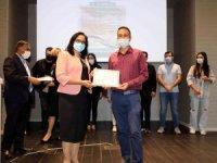 Deney hayvanları kullanım kursunu tamamlayanlar sertifikalarını aldı