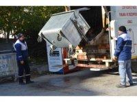 Çöp konteynerleri yıkanarak temizleniyor