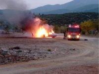 Ailesini ziyarete gelen asker yanan araçtan yara almadan kurtuldu