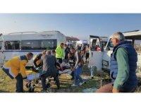 Bursa'da iki minibüsün çarpışması sonucu 12 kişi yaralandı