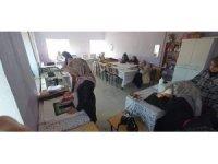Şuhutlu kadınlar el emeği göz nuru ürünlerini sergilemeye hazırlanıyor