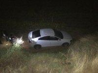 Sürücüsünün direksiyon hakimiyetini kaybettiği otomobil üzüm bağına uçtu