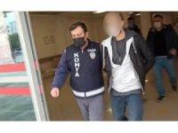 Polis olarak kendini tanıttı, iki kişiyi gasp ettikten sonra yakalandı