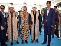 Bilal Erdoğan kaftan giyip ok attı
