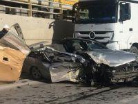 Tavanı kopan otomobilden yaralı çıktı
