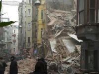 İstiklal Caddesi yakınında 5 katlı bina çöktü