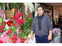 Sevgilisi İçin Çiçekçiden Gül Çaldı, Güvenlik Kamerasına Yakalandı