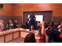Anayasa Komisyonu'nda Kavga Çıktı