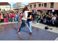 Bulvar AVM'den Dans Gösterisi