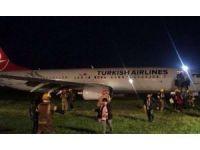 THY Uçağı, Kaygan Zemin Nedeniyle Priştine'de Pistten Çıktı