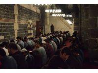 Diyarbakır'da Camilerde Kandil Yoğunluğu
