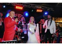 Mustafa Topaloğlu, Oğlunu Kuşadası'nda Evlendirdi