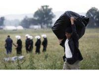 Yunan Polisinden Makedonya Sınırındaki Mültecilere Tahliye Operasyonu