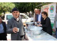 Çiftçilerden toplanan süt vatandaşa ikram edildi