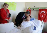 Aziz Sancar, GATA'da tedavi gören askerleri ziyaret etti