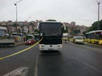 Servis otobüsünün altında kalan yaya ağır yaralandı