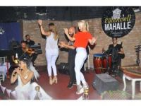 İzmirli Sanatçı Yeni Yaş Gününü Dostlarıyla Kutladı
