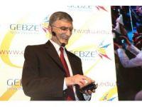 Prof. Dr. Aziz Sancar, Öğrencilere Galatasaray Üyelik Kartını Gösterdi