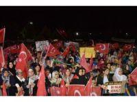 Diyarbakır'daki Demokrasi nöbetinde vatandaşlar birlik mesajı verdi