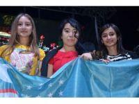 Yurt dışından Türkiye'ye gelen öğrenciler demokrasi nöbetinde