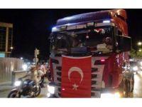 Burdur'da kamyon konvoyuyla demokrasi nöbeti