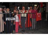 Koltuk değnekleriyle 11 gündür demokrasi nöbetinde
