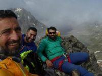 Dağcılar ilk tırmanışını yaptıkları tepenin adını 'Demokrasi Dağı' koydular