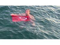 Rekortmen yüzücü demokrasi için kulaç attı
