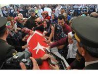 Cerablus şehidi Ercan Çelik'i son yolculuğuna binlerce vatandaş uğurladı