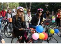 'Süslü kadınlar' bisikletleriyle Eskişehir'e renk kattı