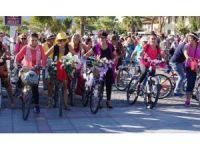 Edremit'te 'süslü kadınlar' bisiklet turu