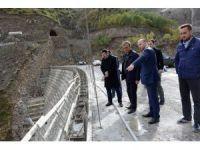 Vali Özefe, baraj ve BTK demir yolu inşaatında incelemelerde bulundu
