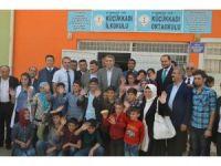 AK Parti İstanbul teşkilatından Diyarbakır'da 10 bin öğrenciye kırtasiye yardımı