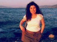 Çatıya çıkan genç kadın intihara kalkıştı