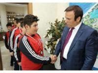 Sporculardan Başkan Genç'e ziyaret