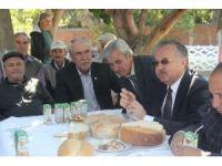 """Vali Özdemir: """"Ekmek bulamıyorsanız, pasta yiyin"""""""