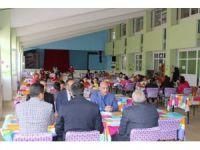 Milli Eğitim Müdürü Cırıt öğrencilerle yemek yedi
