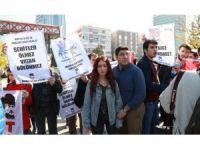 ABD Savunma Bakanı Carter, Meclis önünde protesto edildi