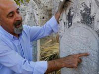 """138 yıllık mezar taşında """"et, domates"""" fiyatı"""