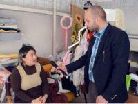 Yürüme engelli kadını 26 bin lira dolandırdılar