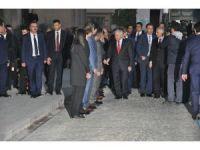 Başbakan Yıldırım, Afyonkarahisar Valisi Aziz Yıldırım'ı ziyaret etti