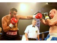 Ali Eren Demirezen'in rakibi ringden kaçtı
