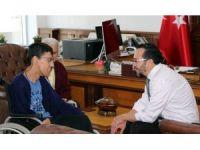 ADÜ Rektörü Cavit Bircan, engelli öğrencisini makamında ağırladı