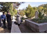 Ahmet Davutoğlu, kayınvalidesinin kabrini ziyaret etti