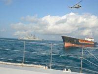 Yardım isteyen 8 personel, gemiden böyle kurtarıldı