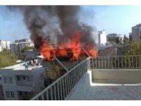 2 katlı evin çatı katında korkutan yangın
