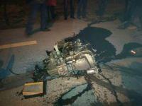 3 kişinin yaralandığı kazada otomobilin kopan motoru 10 metre ileriye fırladı