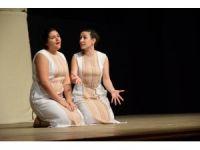 Tiyatro Poetika Lysistrata'yı sahneledi